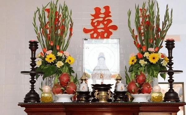 Cách cắm hoa ở bàn thờ gia tiên chuẩn nhất