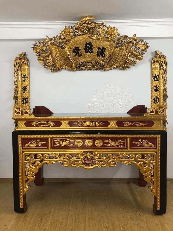 Bàn thờ sơn son thếp vàng mang ý nghĩa cả về mặt tâm linh tinh thần lẫn giá trị thực