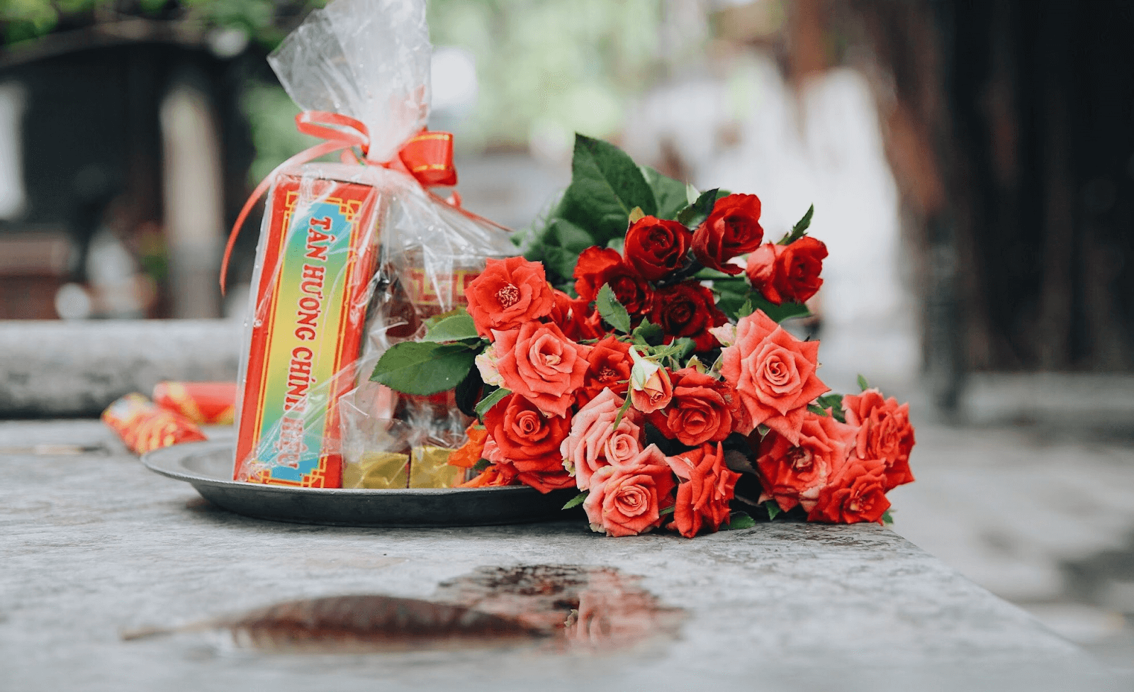 Hoa hồng tượng trưng cho tình yêu nên được bày bán ở khắp nơi