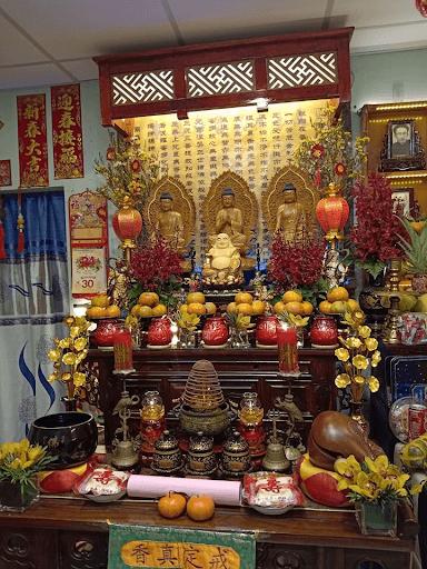 Thờ lèo và quýt là hai món không thể thiếu trên bàn thờ người Hoa ngày Tết